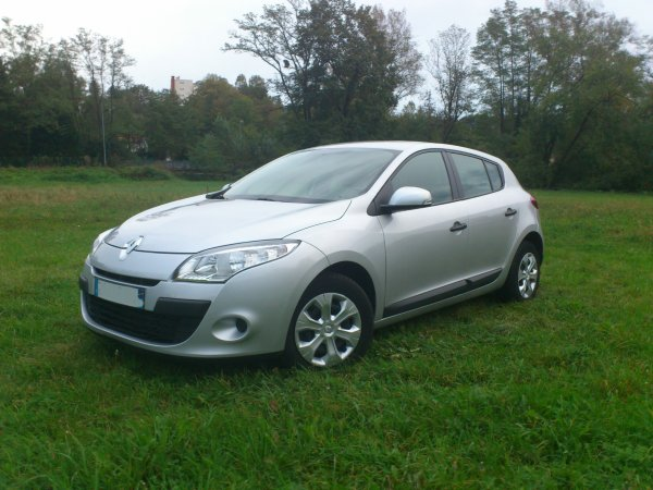 renault megane iii expression 1 9l dci 85cv an 11 2010 48000kms vendu le 15 11 2012 class. Black Bedroom Furniture Sets. Home Design Ideas