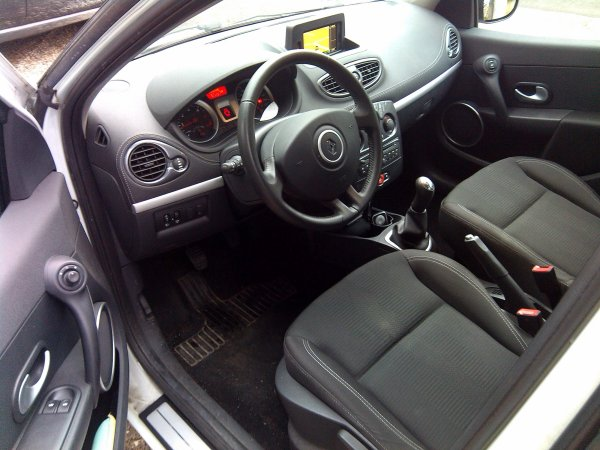renault clio iii dci 75cv gps tomtom an 04 2012 43000kms vendu le 24 04 2015 class auto 69. Black Bedroom Furniture Sets. Home Design Ideas