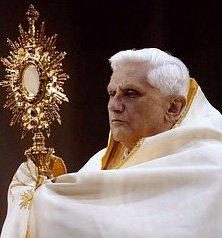 """Benedicto XVI: """"¡Sólo el Amor con mayúscula da la verdadera felicidad!"""""""