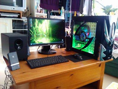 vend pc gamer plus cran 19 souris clavier et enceintes. Black Bedroom Furniture Sets. Home Design Ideas