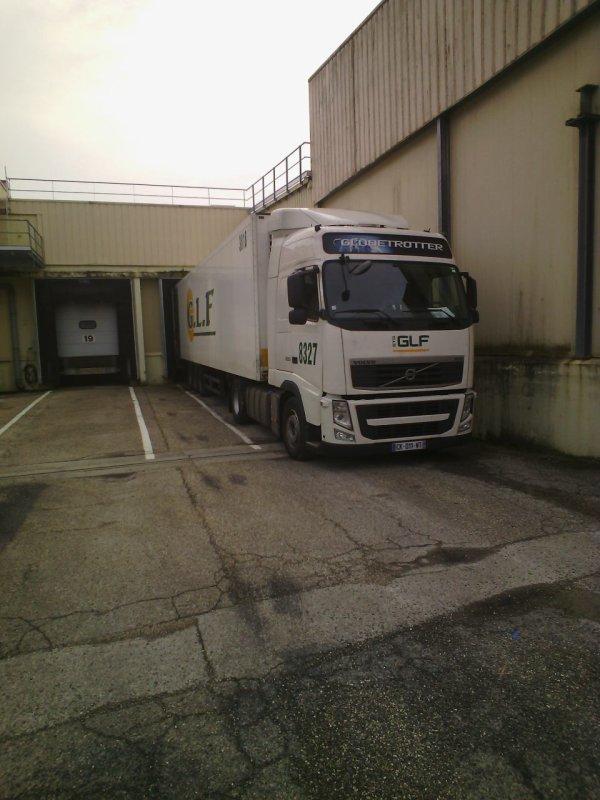 Embauch� aux transports GLF a communay 69 filiale du groupe STG de Noyal sur vilaine en Bretagne.. depuis mai 1996 ..en tant que chauffeur C jusqu'en 1998 et par la suite en EC permis passe en 1998...je fais la r�gion Rh�ne alpes en frigo ...