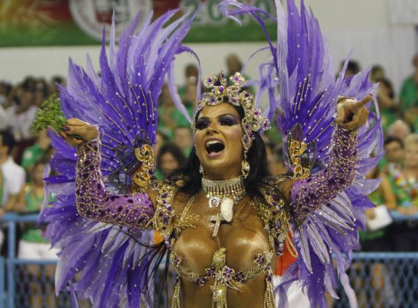 O.M.J. in Brazilië op z'n kleurrijkst - Herkent U deez loslopende Carnavaleske Individuen?