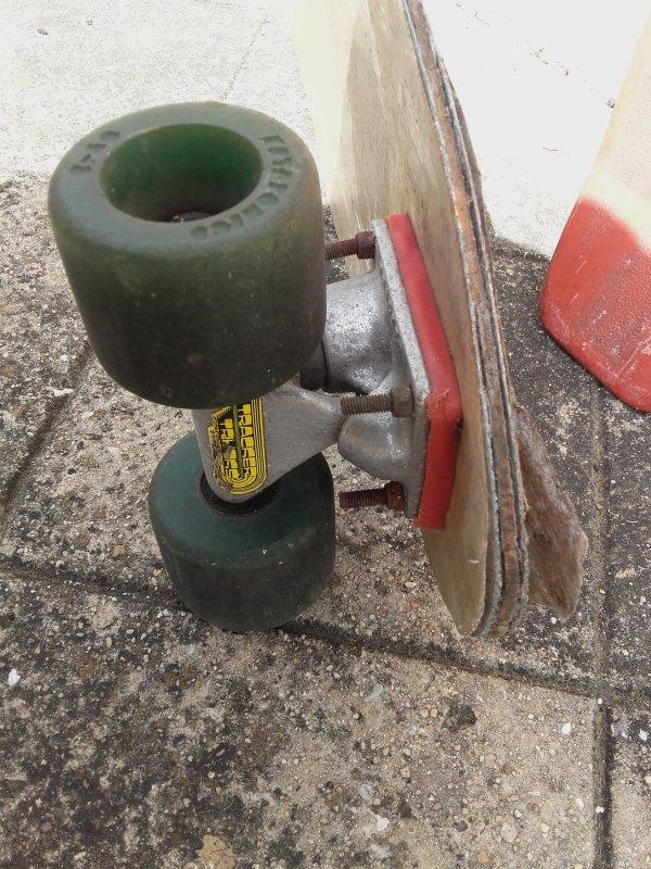 painting skate board