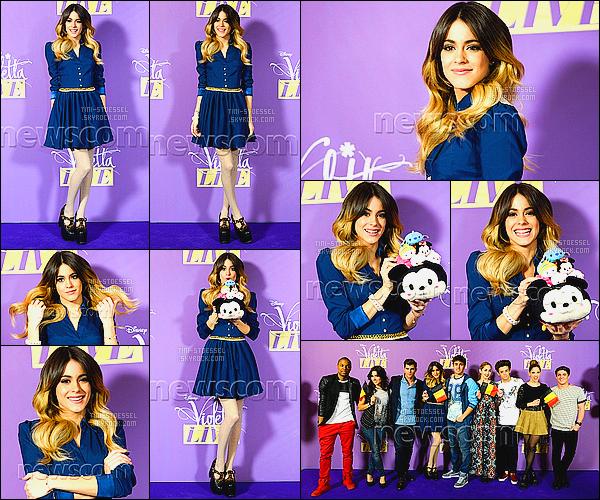 . 12/03/15 : Martina Stoesselétait à une conférence de presse pour le ViolettaLIVE - à Bruxelles, en Belgique.En arrivant sur le territoire belge, la troupe de Violetta était présente lors d'une conférence de presse qui se déroulait après le journal d'RTL Info ! .
