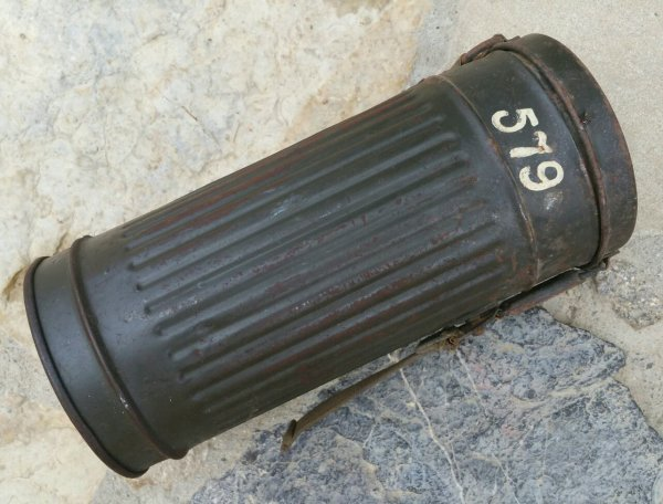 Bo�te masque � gaz Allemand WW2  ( sortie des poubelles )
