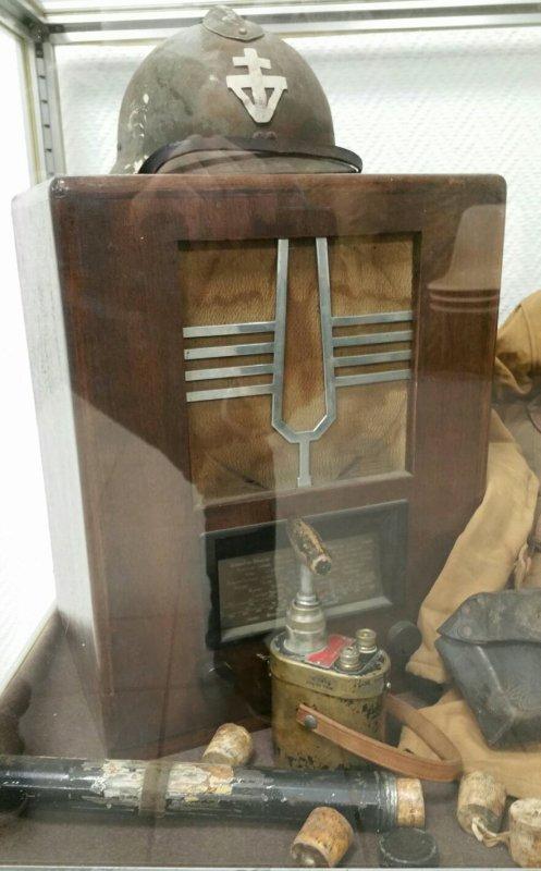 Nouvelle vitrine mise � la maison du combattant de Beziers.