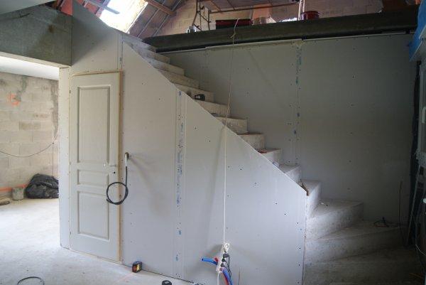 C 39 est parti pour le placo notre nid d 39 amour for Escalier ouvert salon