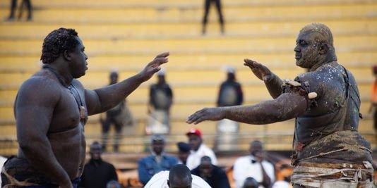 La lutte traditionnelle au senegal le sport favoris for Interieur sport lutte senegalaise