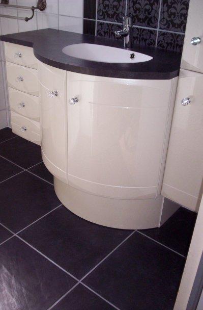 Salle de bain noir et blanc style baroque ent galzin for Salle de bain noir et blanche