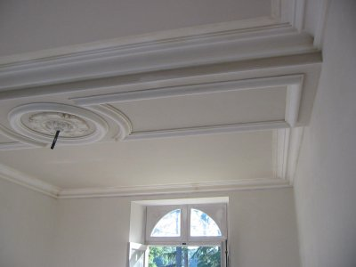 plafond d coratif en staff rosace corniche moulure un m tier une passion. Black Bedroom Furniture Sets. Home Design Ideas