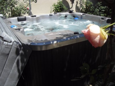 LE SPA EN EXTERIEUR!  the outside jacuzzi! El jacuzzi!
