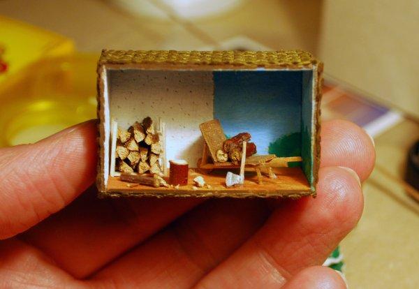 une nouvelle mini vitrine miniature pour accrocher au mur de l 39 atalier du miniaturiste. Black Bedroom Furniture Sets. Home Design Ideas