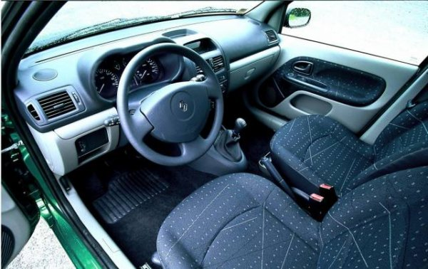 Clio 2 phase 2 interieur renault clio for Interieur clio 2 phase 1
