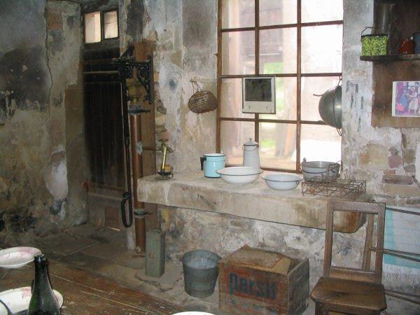 La cuisine d 39 antan avec son confort tr s rudimentaire for La cuisine d antan