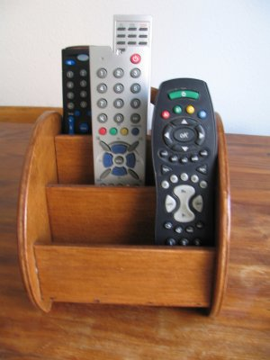rangement telecommandes blog de passion bois. Black Bedroom Furniture Sets. Home Design Ideas