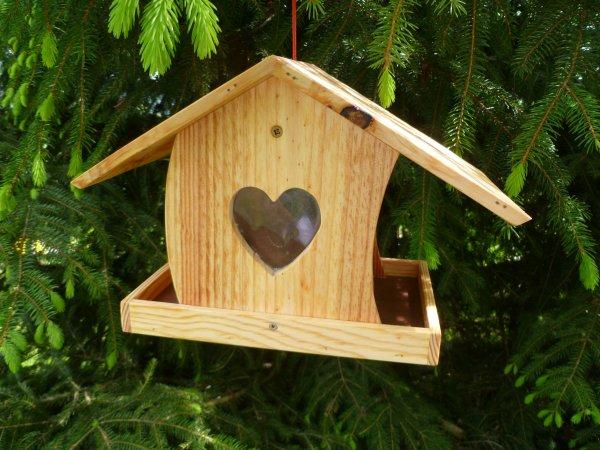 fabriquer mangeoire oiseau bois designs cratifs de cabane oiseaux fabriquer mangeoire oiseau. Black Bedroom Furniture Sets. Home Design Ideas
