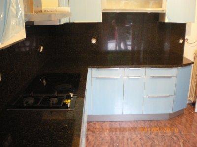 plan de travail et cr dence en verde bahia granitset. Black Bedroom Furniture Sets. Home Design Ideas