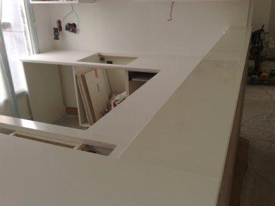 plan de travail et tablette de bar granitset. Black Bedroom Furniture Sets. Home Design Ideas