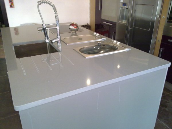 articles de granitset tagg s plan de travail en quartz. Black Bedroom Furniture Sets. Home Design Ideas