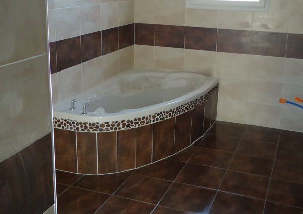 Fa ence salle de bain termin l 39 histoire de notre maison - Pose de faience salle de bain ...