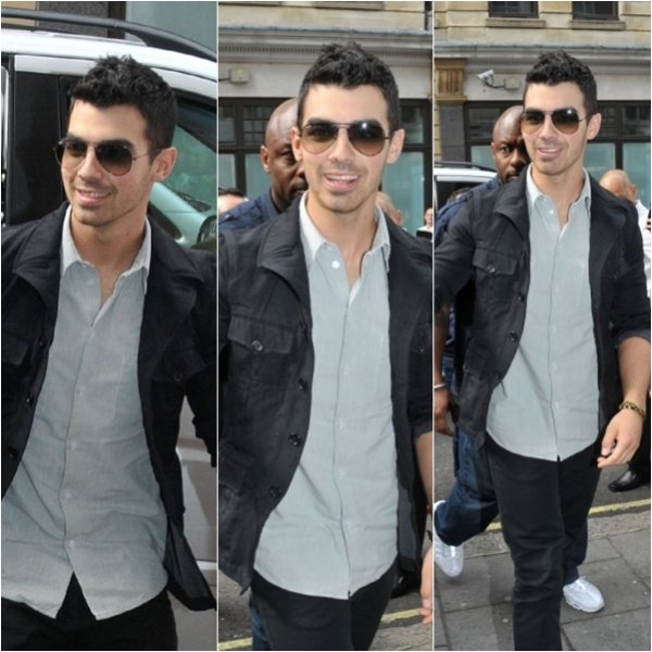 Joe Jonas au studios de BBC 1 Radio à Londres