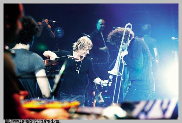 "JEAN-LOUIS AUBERT ALBUM ""LIVE = VIVANT"""