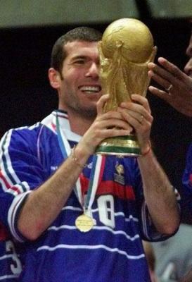 Zidane vainqueur de la coupe du monde 1998 avec 2 buts en - Tous les buts coupe du monde 1998 ...