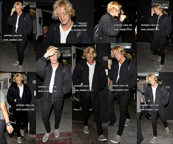 14/09/15 ♦ Cody Simpson a �t� photographi� quittant le restaurant The Nice Guy dans Los Angeles.
