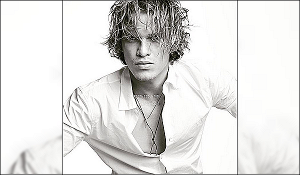 Photoshoot ♦ Premi�re photo de Cody Simpson pour le magazine Un-Titled Project, issue num�ro 8.