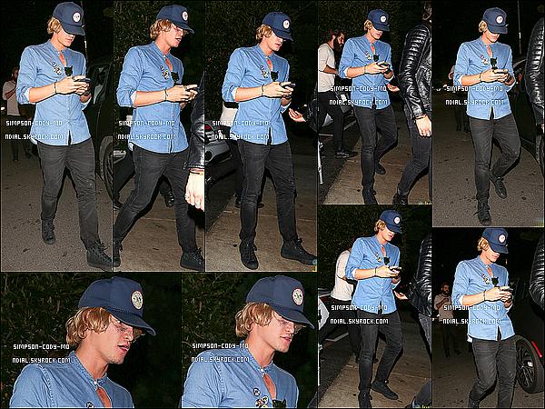 24/10/15 ♦ Cody Simpson et des amis ont été vus se rendant à la boite de nuit 10AK à Los Angeles.