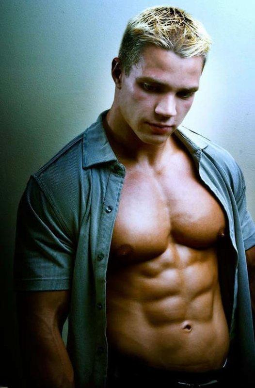 jeune et vieux gay gay muscle poilu