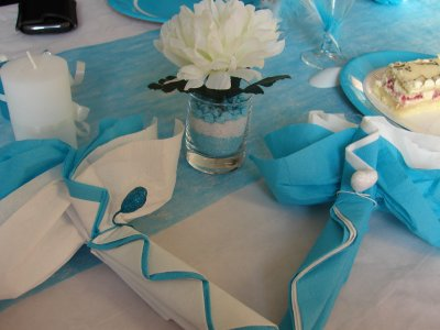 D coration de table blanc et bleu turquoise for Decoration bleu turquoise