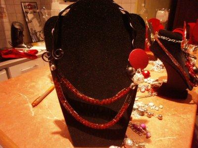 Collier cordon r�sille rempli de perles-fil alu et un collier sur torque fleur soie fil alu et cordon de soie