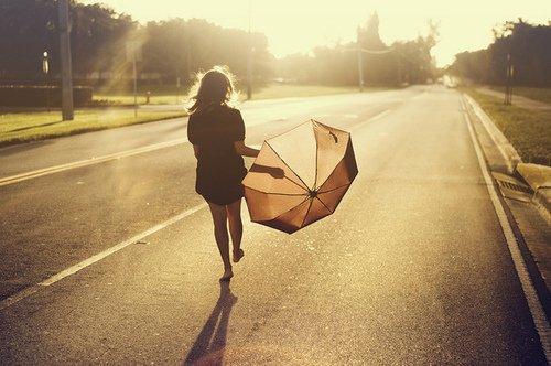 Les gens croient que c'est en partant qu'on les oublie. Mais ce qu'ils ne savent pas c'est que c'est en partant qu'on pense encore plus à eux.
