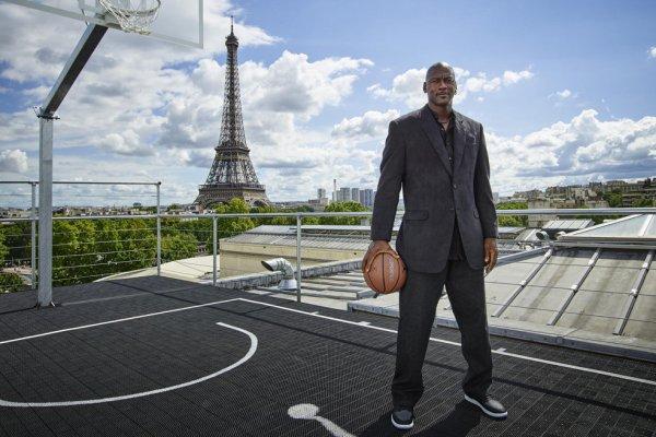 Jordan inaugure un terrain � Paris