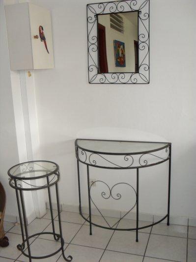 gueridon demie lune tablette en fer forg miroir 80 vente mobilier cause d m nagement. Black Bedroom Furniture Sets. Home Design Ideas