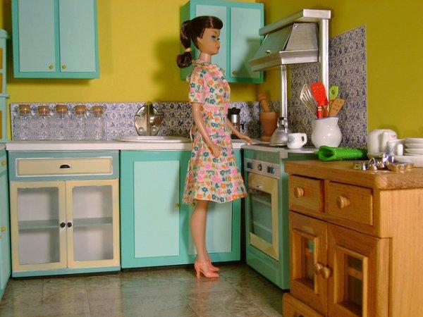 la photo du jour eh oui barbie cuisine aussi blog de les3blondes555. Black Bedroom Furniture Sets. Home Design Ideas