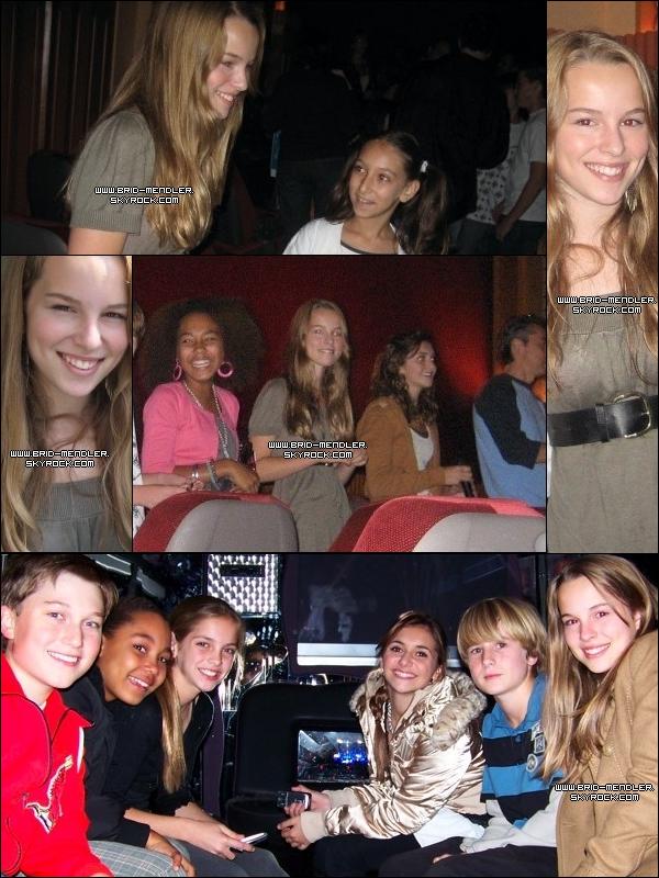""".   ---- FLASHBACK  « Bridgit à la 1ère d'Alice Upside Down le 27 Octobre 2007       »    C'est un film Disney dont le nom français est """" Alice dans tout ses états """".    Elle a joué au côté de Lucas Grabeel & Alyson Stoner. Elle avait 15 ans.         ."""