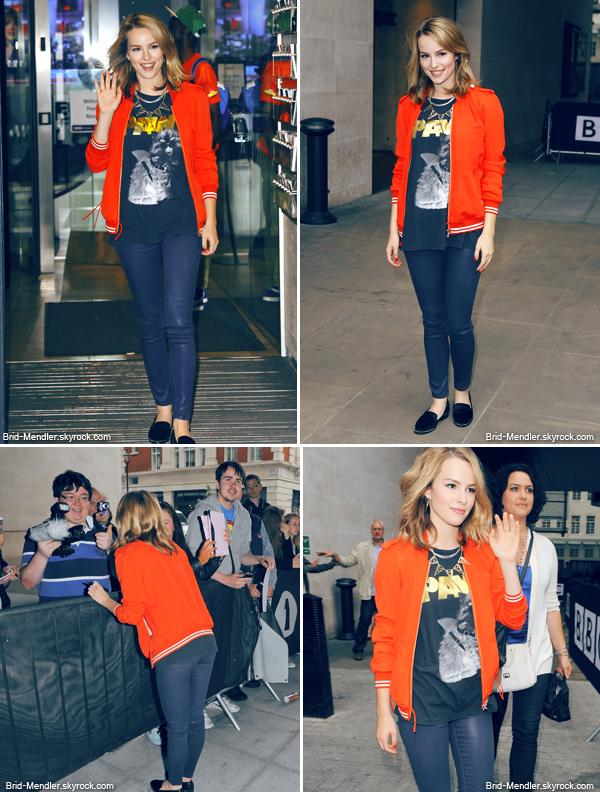 20 Juin 2013   Bridgit quittant les studios la radio BBC 1 à Londres et rencontrant ses fans