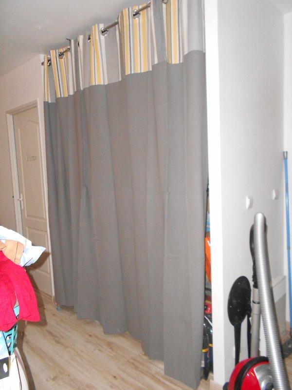 les rideaux du placard de la salle a manger blog de mikit et nous16. Black Bedroom Furniture Sets. Home Design Ideas