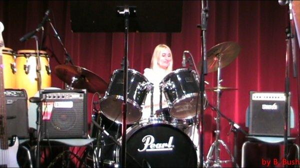 Moi à la batterie. (Spectacle Mai 2009)