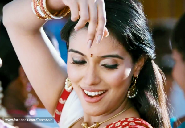 Super cute Asin in Kaavalan