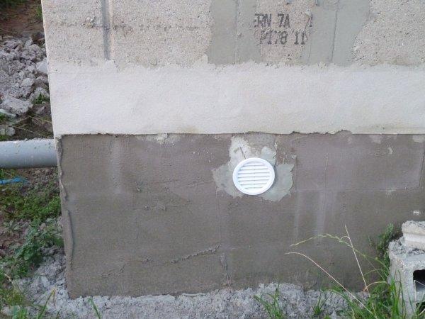 30 septembre 2011 pose des grilles d 39 a ration du vide sanitaire la maison de s bastien et - Grille ventilation vide sanitaire ...