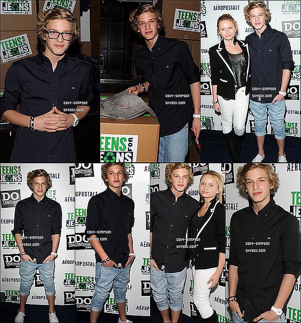 Cody Simpson et Justin Bieber en studio pour l'enregistrement d'un duo sur l'album � Believe �.   .