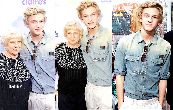 18.03.12 Cody se rend � l'avant premi�re du film � Mirror Mirror � � Los Angeles, en Californie.   .