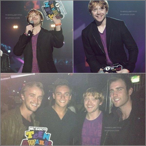 . APPARITION PUBLIQUES _'Rupert a assit� aux  BBC Teen Awards et a re�u �galement un prix aux _____________________c�t�s de Tom Felton et Matthew Lewis .