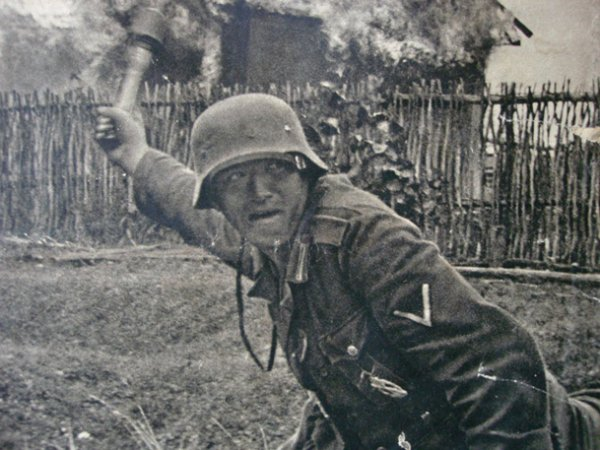 Insigne infanterie sturmabzeichen en argent.