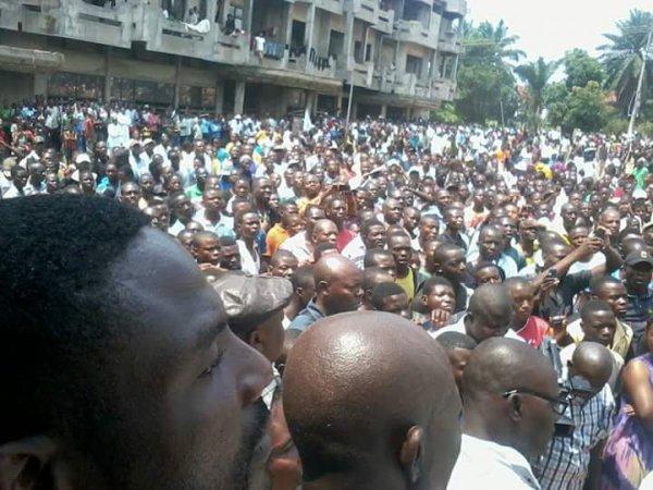 Tension au SIT-IN devant l'ambassade de BXL ce 19/09: combattant M�chant akebisi ba militants ya UNC