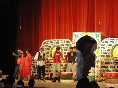 فرقة الاحلام  للمسرح  لبلدية شتوان من  اعداد  و  تقديم  بكاي  عمر 23-04-2011