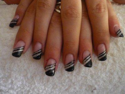 remplissage airbrush avec dessin noir et liner argent sur ongles naturels ness 0ngles. Black Bedroom Furniture Sets. Home Design Ideas
